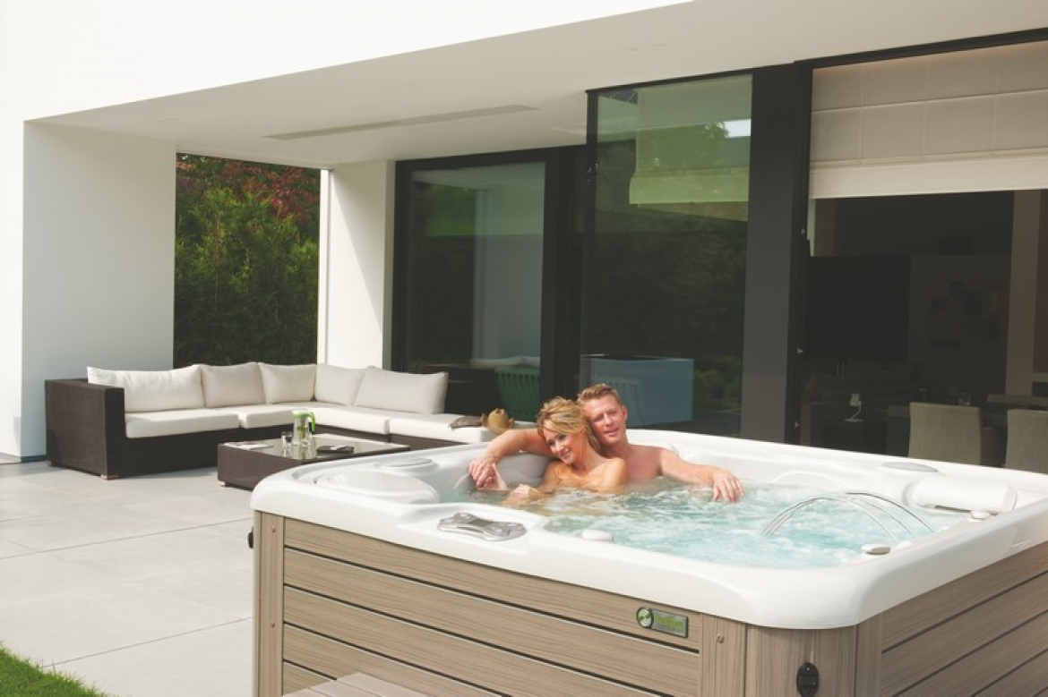 Jacuzzi In Tuin : Een hotspring spa in de tuin